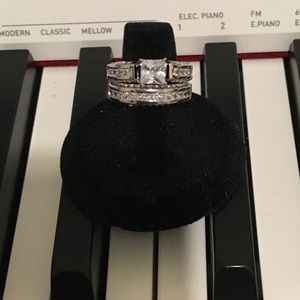 🔴3/$15 Nice 2 Piece white Gold Filled CZ Ring